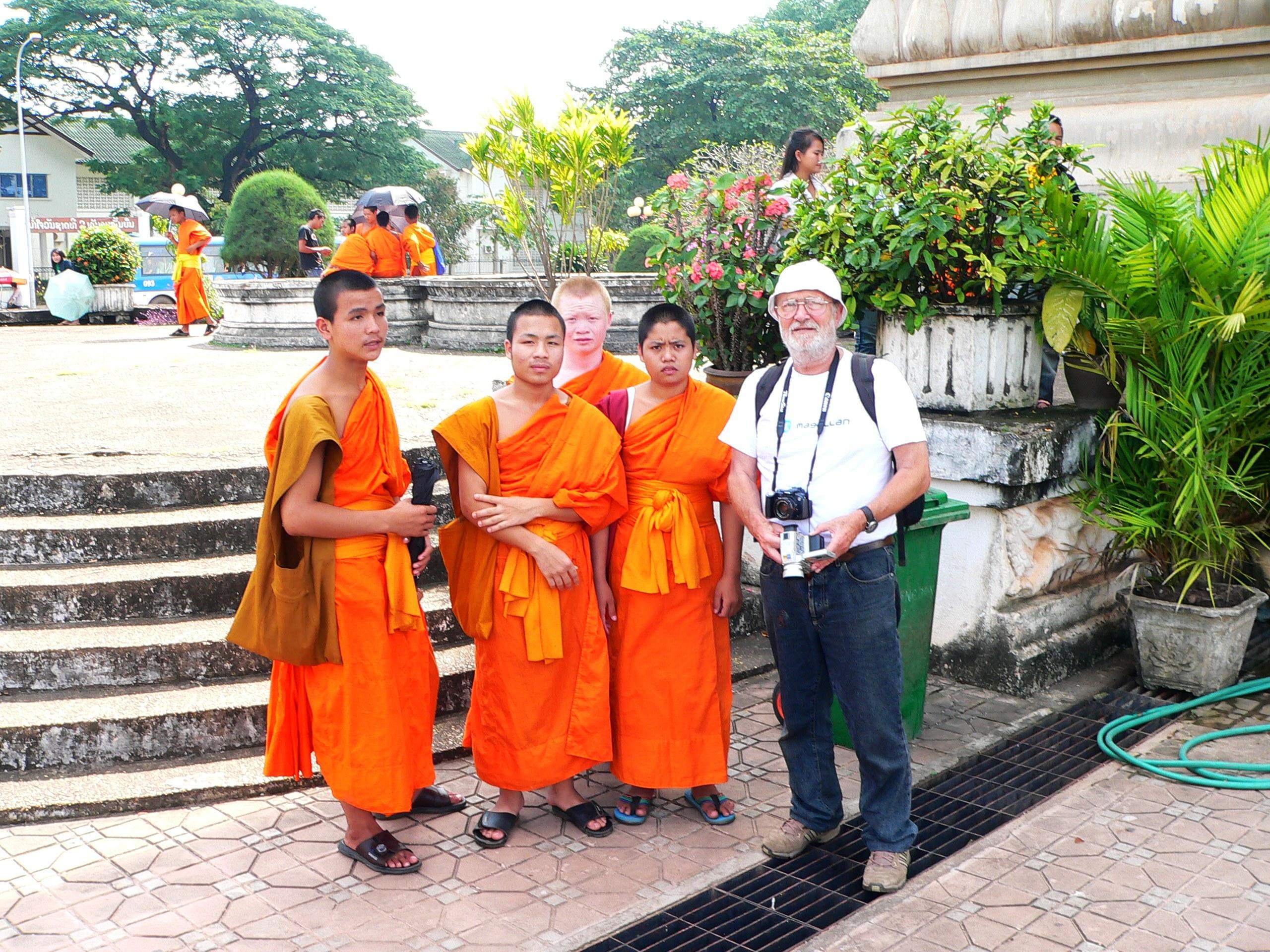 Buddhista szerzetesekkel Nepálban (Fotó: Juhász Árpád)