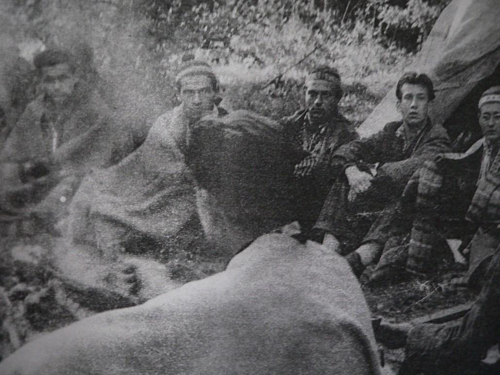 A hárs-hegyi indiánok, középen Kóborló Farkas (Fotó: Juhász Árpád)