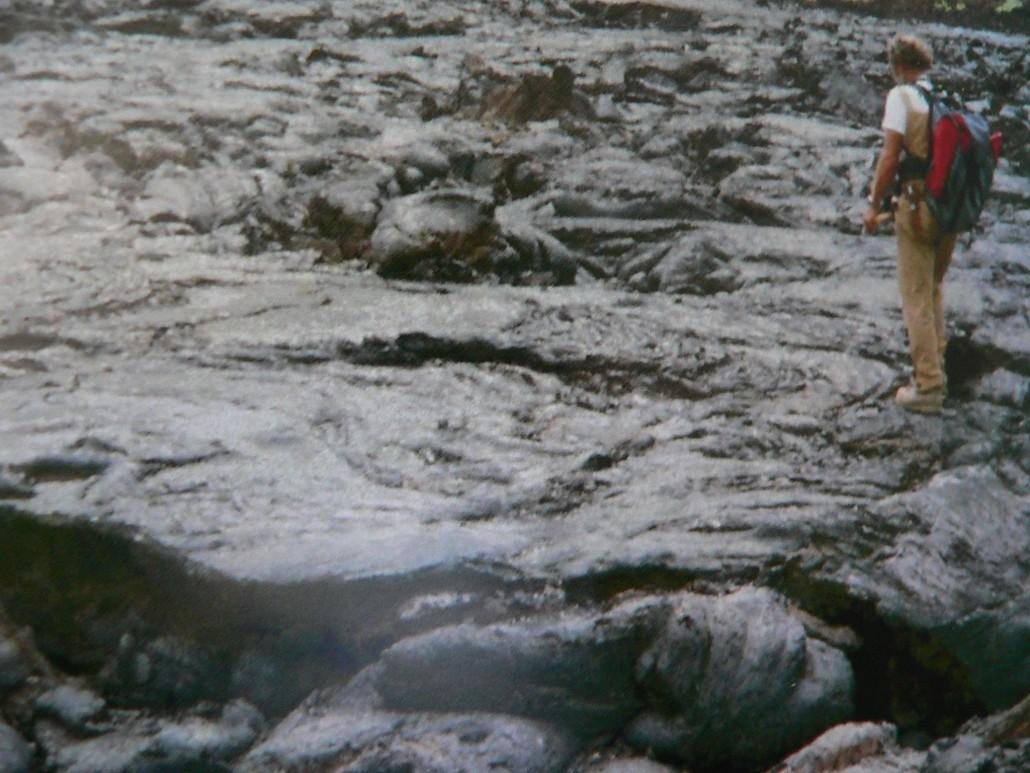 Árpi bácsi a Teleki –vulkán lávafolyásán Kelet-Afrikában (Fotó: Juhász Árpád)